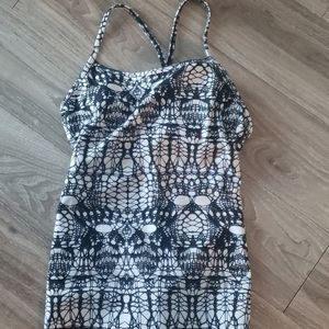 Lululemon black and white tank top 6